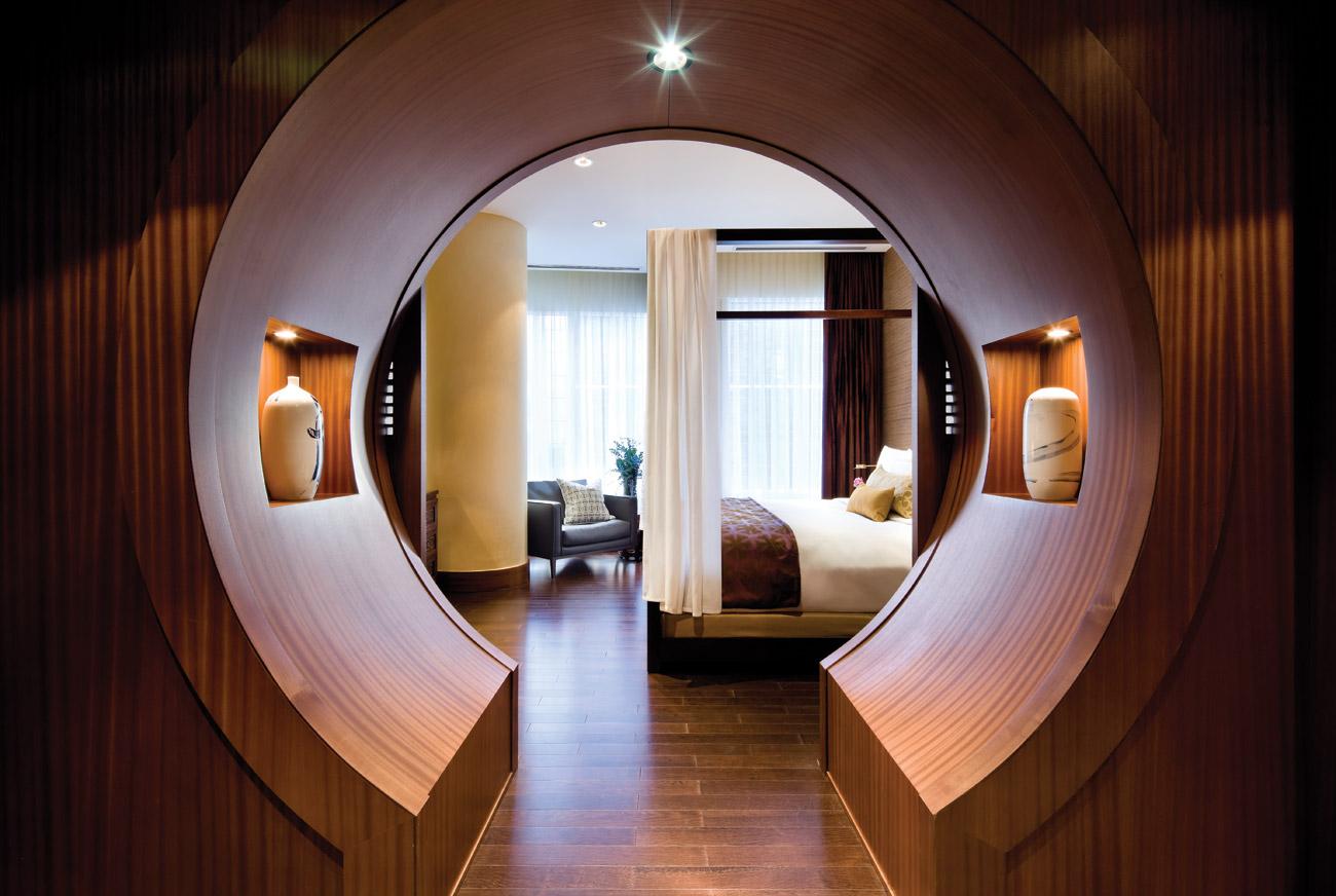 SLTO-Gallery-Shangri-La-Suite–Moongate.jpg